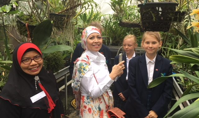 Students welcome visitors from Malaysia